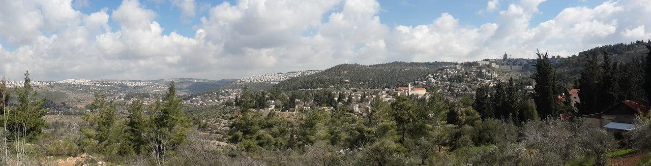 Панорама на селение Эйн-Карем с обзорной площадки Горненского монастыря