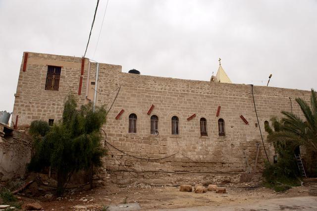 Вид на стены монастыря с юга