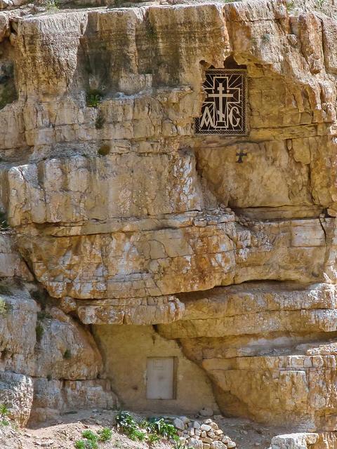 Пещера, указанная Ангелом преп. Савве Освященному © Фото В.В. Шелгунова. Все права защищены. Использование фотографий разрешено только после получения письменного разрешения редакции нашего сайта: e-mail: ippo.jerusalem@gmail.com