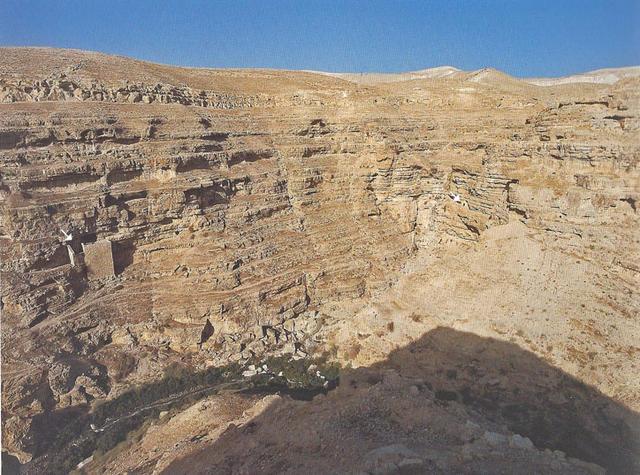 Белыми треугольниками указаны: слева пустынь св. Аркадия, справа пустынь св. Ксенофонта © Фотоархив Иерусалимского отделение ИППО