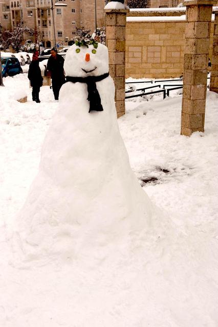 Иерусалимский снеговик неизвестного автора Все права защищены. 20 февраля 2015 г. © Православный паломнический центр «Россия в красках» в Иерусалиме. Использование фотографий разрешено только после получения письменного разрешения редакции нашего сайта: e-mail: ippo.jerusalem@gmail.com