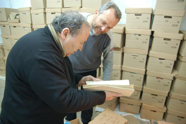 П.В. Платонов и Н.Н. Лисовой работают с архивами ИППО в Иерусалиме. 3 марта 2009 г. Все права защищены. @ Иерусалимское отделение ИППО. Использование фотографий разрешено только после получения письменного разрешения редакции нашего сайта: e-mail: ippo.jerusalem@gmail.com