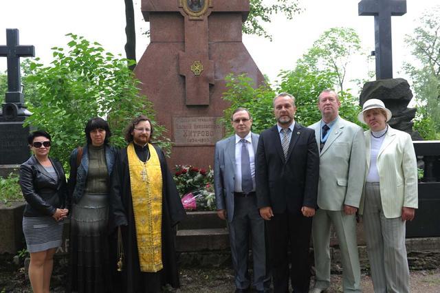 Члены ИППО совершили панихиду на могиле В.Н. Хитрово в Санкт-Петербурге. 19 июня 2010 г.